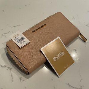 Michael Kors Champagne Rose Gold Wallet BNWT!